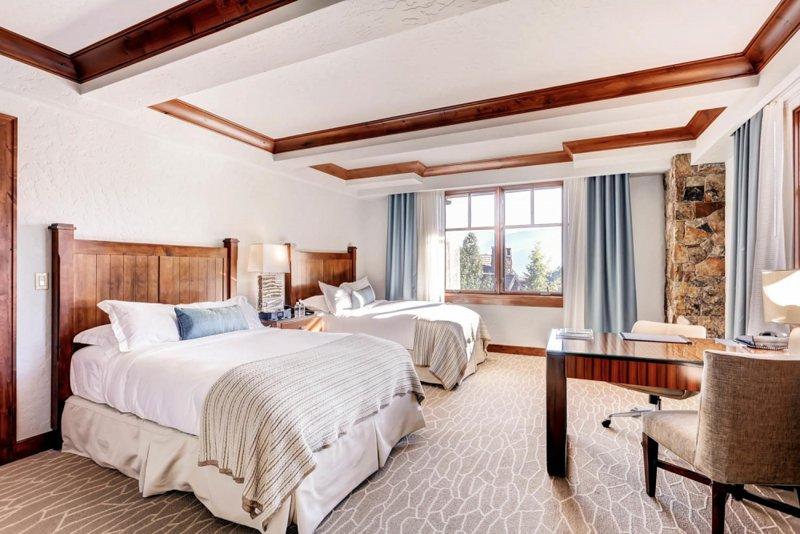 Luxury Double Room W/ Mountain Views