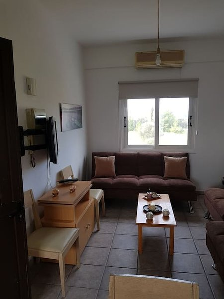 Strovolos studios 201 Apartment, holiday rental in Peristerona