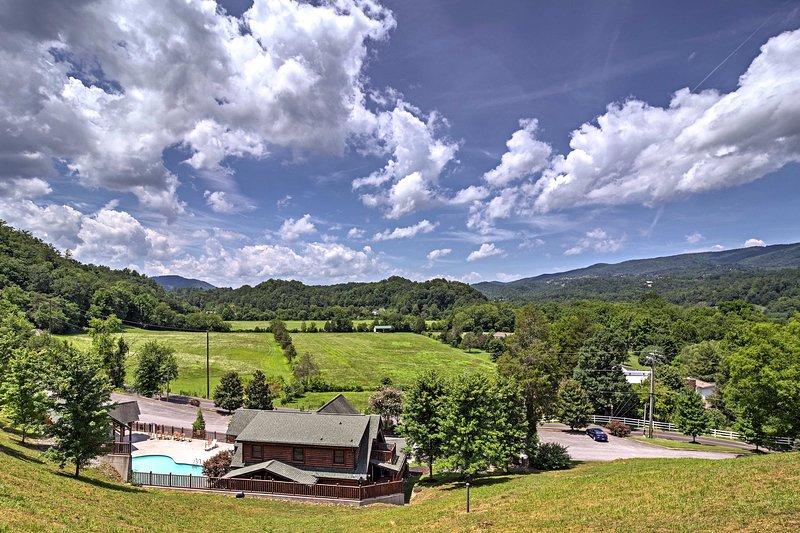 Assurez-vous de visiter la piscine communautaire pour une baignade tranquille.