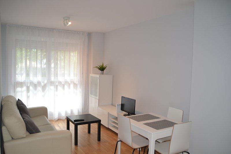 Alquilo 3 habitaciones individuales para compartir en Madrid capital., holiday rental in Pinto