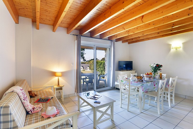 Welcome to our lovely 2 Bedroom House in Locmaria Plouzané!