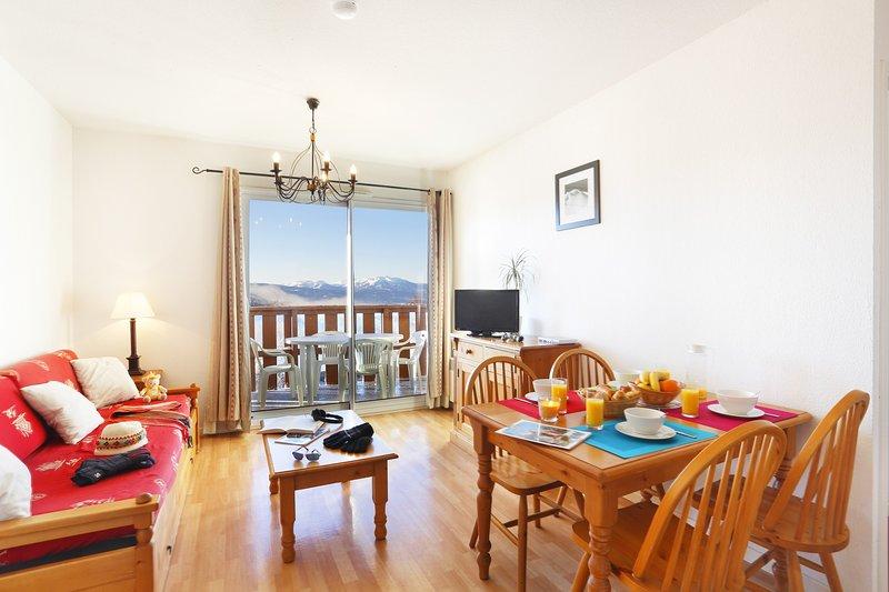 ¡Bienvenido a nuestro apartamento de 1 dormitorio inspirado en un chalet en Font Romeu!