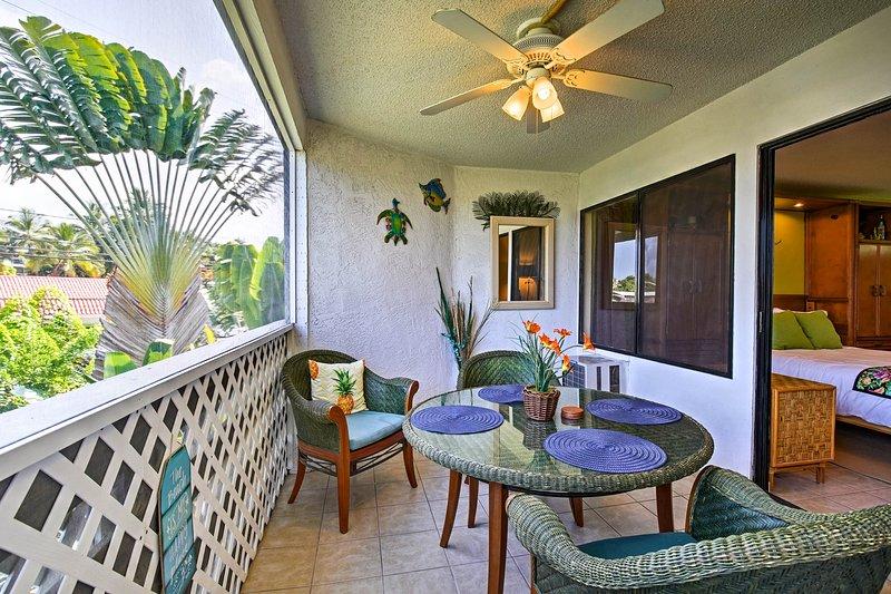 Genießen Sie ein Essen im Freien und atemberaubende Sonnenuntergänge von der geräumigen Veranda!