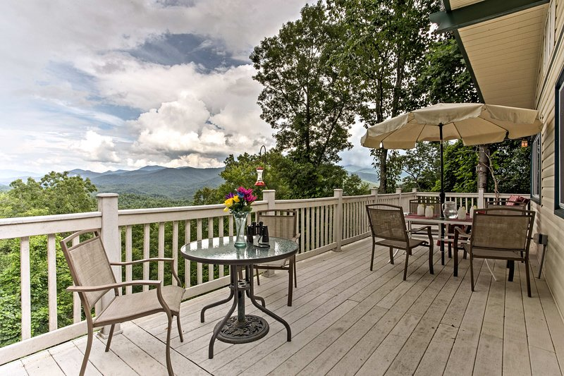 Secluded Home in the Woods w/Smoky Mountain Views!, alquiler de vacaciones en Nantahala Township