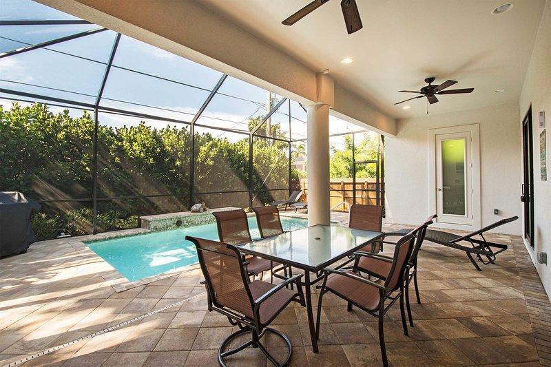 Buchen Sie Ihren Rückzugsort an der Küste zu diesem wunderschönen 3-Schlafzimmer, 3-Badezimmer Ferienhaus!