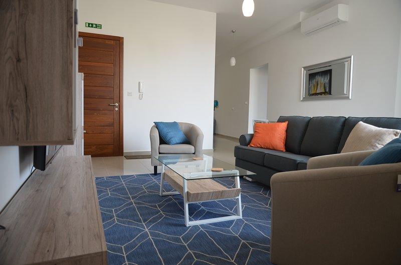 St Julian's Super Location Modern Apartment, vacation rental in San Gwann