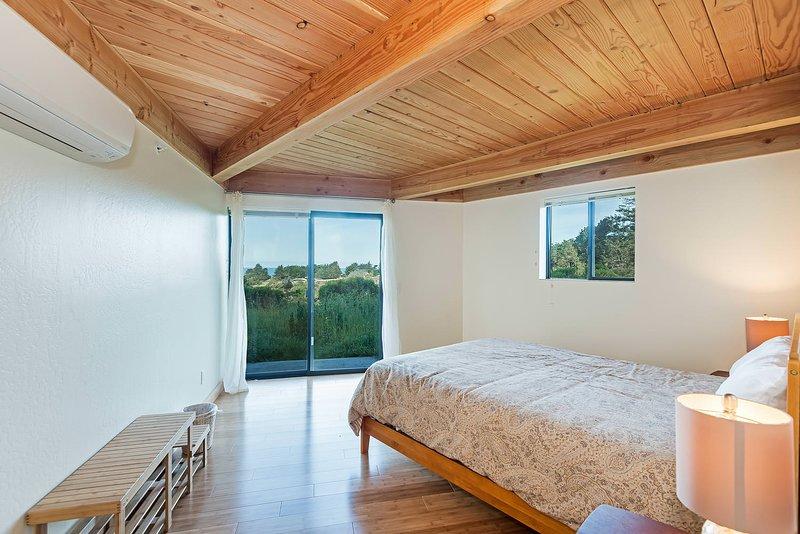 Panorama - 2nd Bedroom: Queen Bed