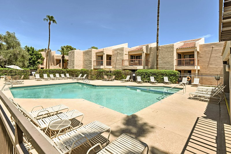 Enjoy access to 3 community pools, tennis courts, spas, and a barbecue area!
