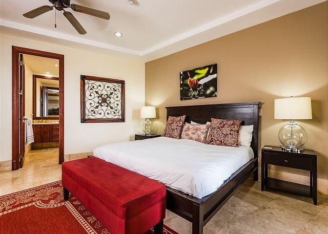 Exclusive Oceanfront condo, sleeps 7, BBQ, 24/7 security, holiday rental in Playa Langosta
