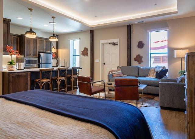 Gracious Suite Living Above Downtown Paso Robles, alquiler vacacional en Paso Robles