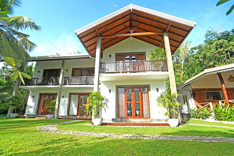Villa Peacock Galle - Double Room with Garden View, holiday rental in Pitiwella