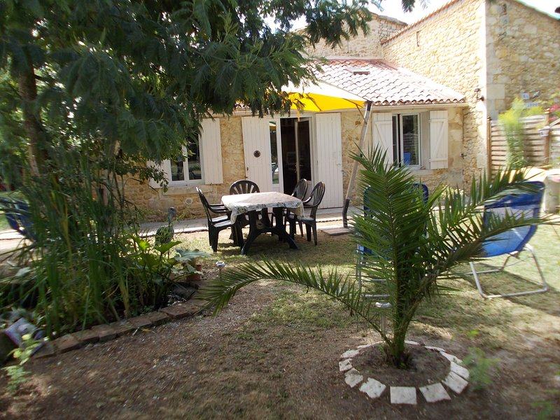 Nice house with terrace, Ferienwohnung in Prignac-En-Medoc