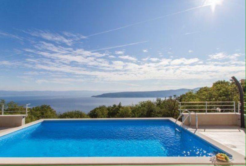 VillaBlu with Seaview, Pool and Jacuzzi Kalina 21, casa vacanza a Brsec