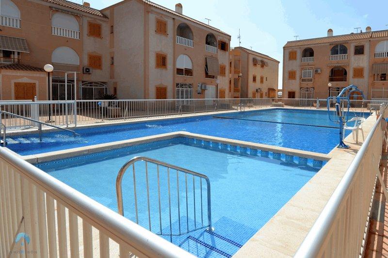 Apartamento 3H con Piscina en Playa los Naufragos, vacation rental in Torrevieja