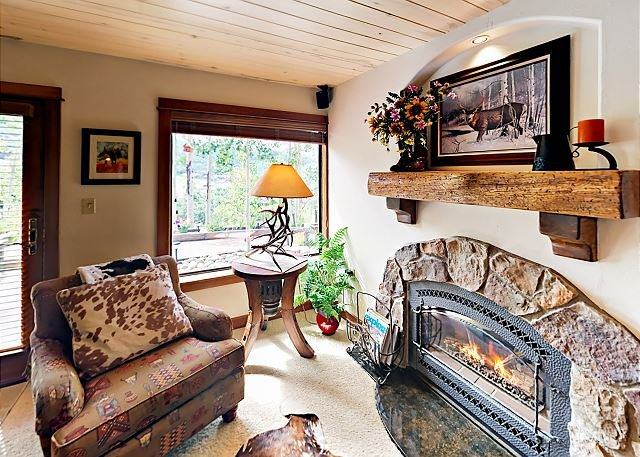 Mountain-Chic Retreat w/ Incredible Views - Walk to Steamboat Ski Resort, holiday rental in Steamboat Springs