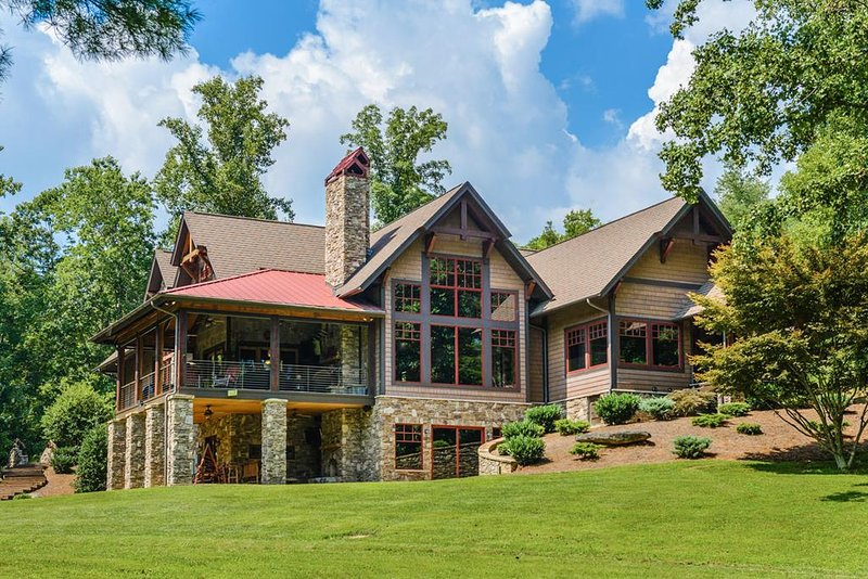 Paradise lodge updated 2019 8 bedroom house rental in - 2 bedroom suites in asheville nc ...
