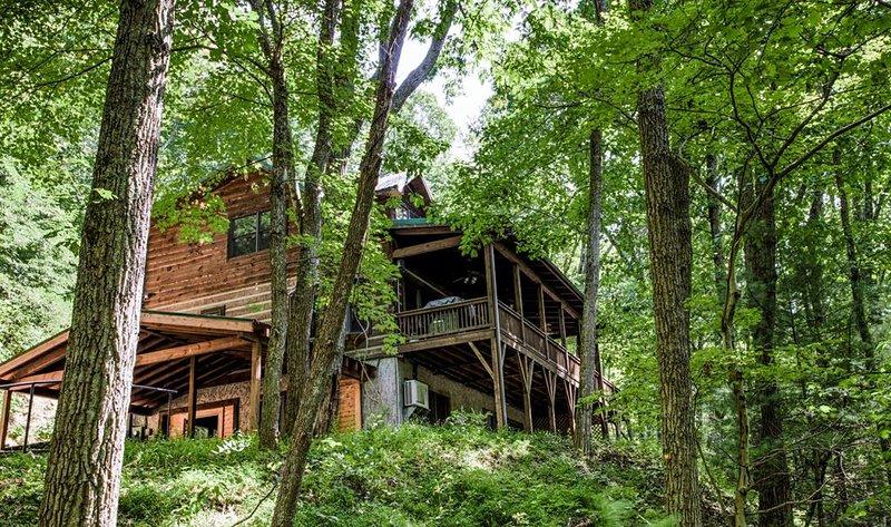 Hidden Cove Cabin tucked away in the woods