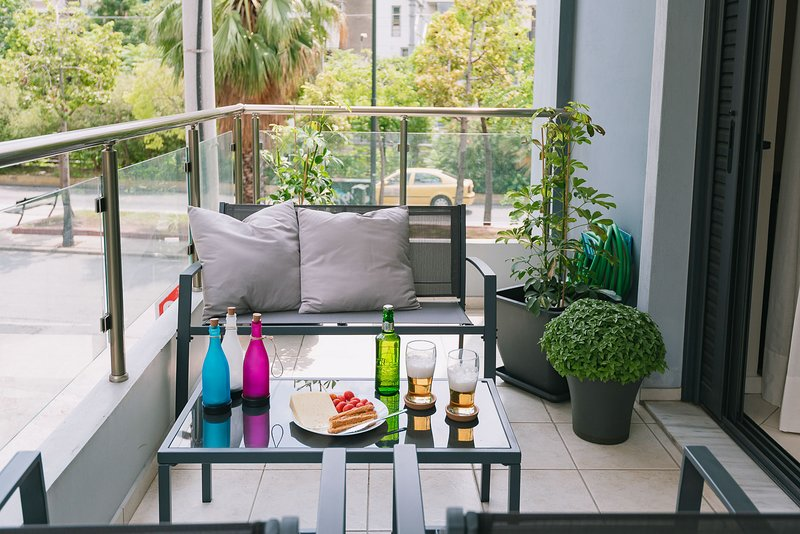 Metro Apartment in Athens 70 sq.m., holiday rental in Tavros