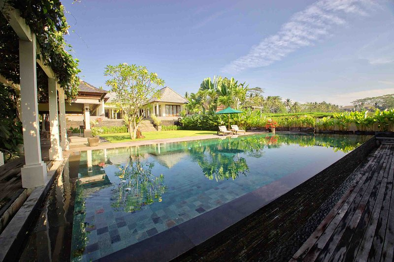 ☆Large, Gorgeous 4BR Villa 10 min drive from Ubud Center!, holiday rental in Petulu