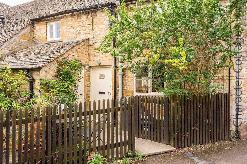 Forge Cottage is a lovely Cotswold stone property, managed by the Guest House, alquiler vacacional en Cheltenham