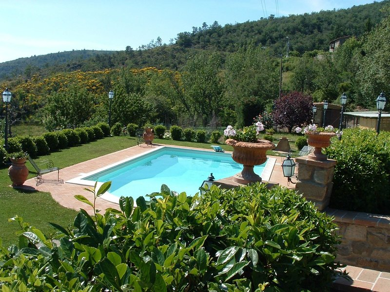 Torreone Villa Sleeps 6 with Pool and WiFi - 5241256, holiday rental in Portole