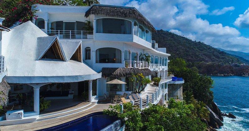 Villa Azul Profundo-15 Bedrooms, vacation rental in Puerto Vallarta