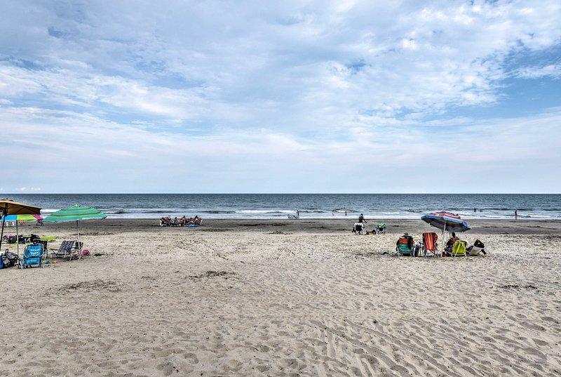 Broadway at the Beach ist nur eine 15-minütige Autofahrt südlich.