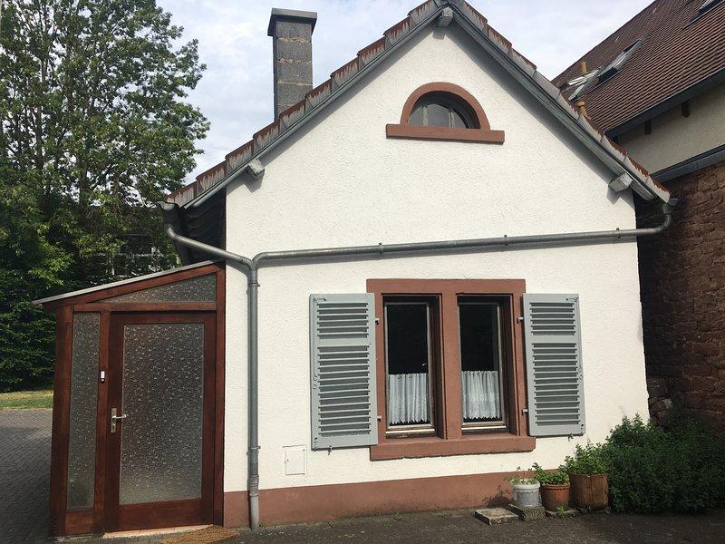 Einfache Unterkunft - Klitzekleines Haus, holiday rental in Obernburg