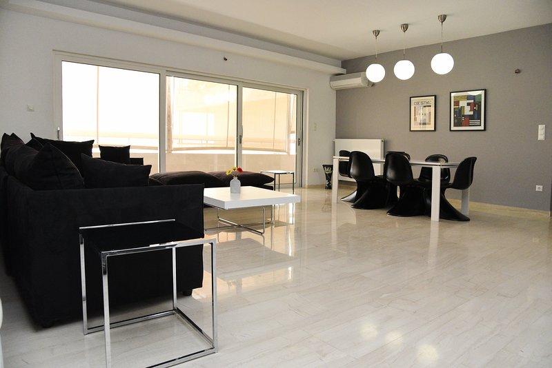 Tower View, Minimal Apartment with view to Acropolis, 300m metro Ano Patissia, location de vacances à Kamatero