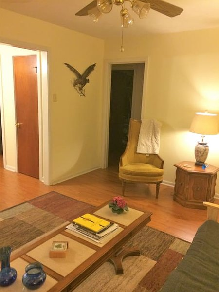 'Super Clean' Family Home-5 Min from MSY Airport, vacation rental in Kenner