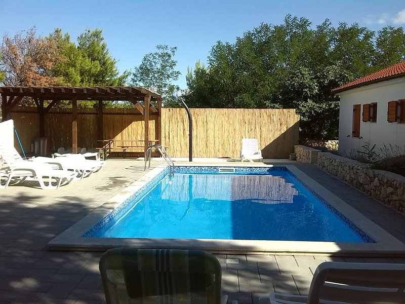 Lozice Apartment Sleeps 6 with Pool and Air Con - 5644603, holiday rental in Vir