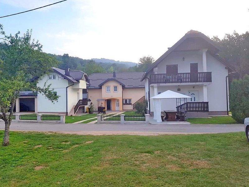 Two bedroom apartment Smoljanac, Plitvice (A-14603-b), location de vacances à Dreznicko Seliste