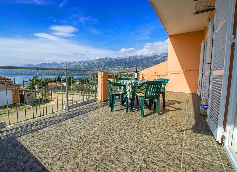 Rovanjska Apartment Sleeps 4 with Air Con - 5648718, vacation rental in Rovanjska