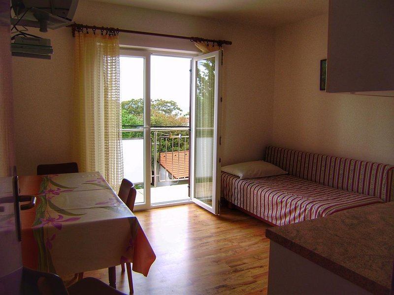 Nerezine Apartment Sleeps 3 with Air Con - 5586248, alquiler de vacaciones en Nerezine