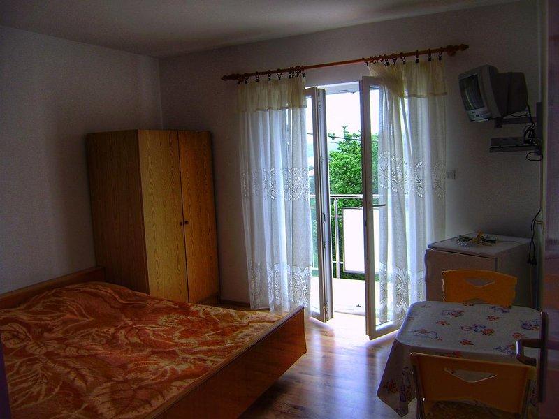 Nerezine Apartment Sleeps 2 with Air Con - 5586249, vacation rental in Nerezine