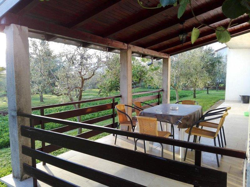 Vosteni Apartment Sleeps 5 with Air Con - 5579095, holiday rental in Vosteni
