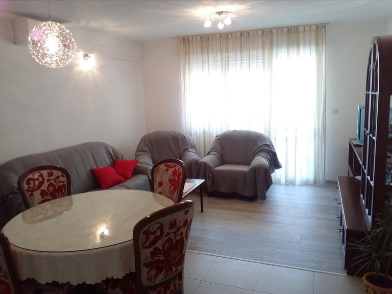 Omis Apartment Sleeps 4 with Air Con - 5582562, holiday rental in Naklice