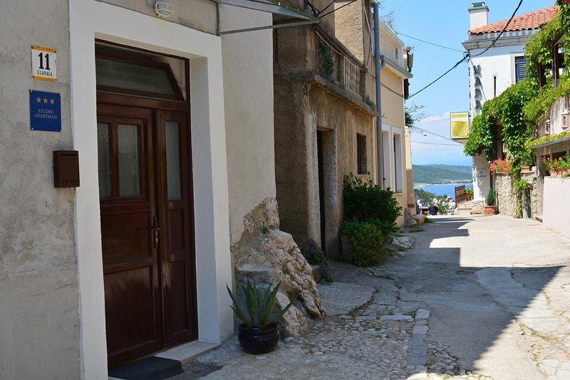 One bedroom apartment Vrbnik, Krk (A-14904-a), casa vacanza a Risika