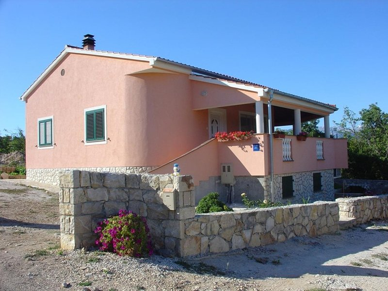 Kokic Apartment Sleeps 4 with Air Con - 5585868, vacation rental in Pridraga