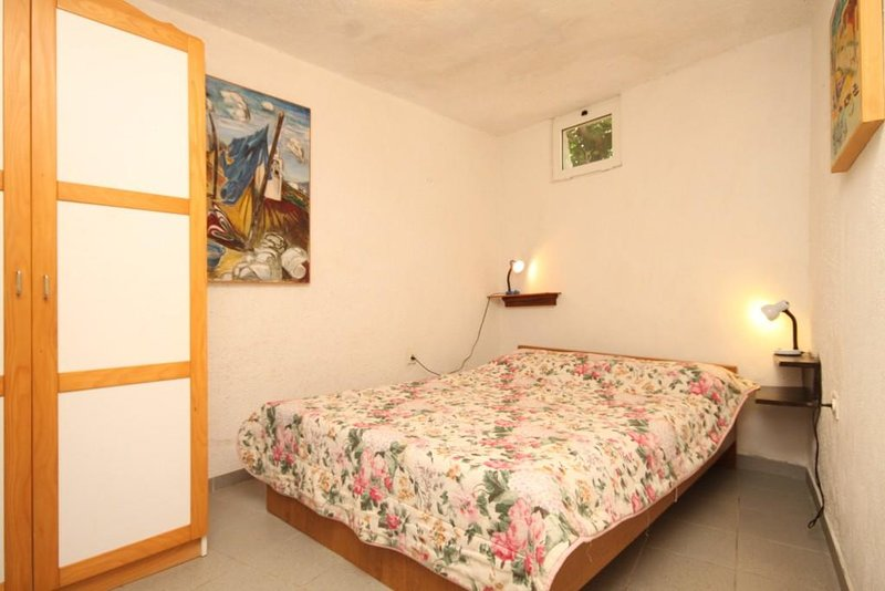 Nerezine Apartment Sleeps 2 with Air Con - 5584461, vacation rental in Nerezine