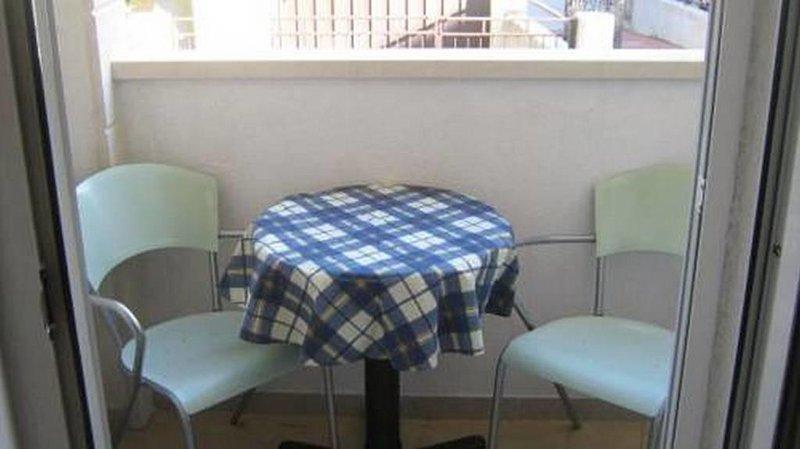 Balcón, Superficie: 2 m²