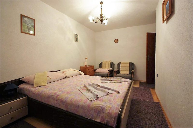 Bedroom 1, Surface: 18 m²
