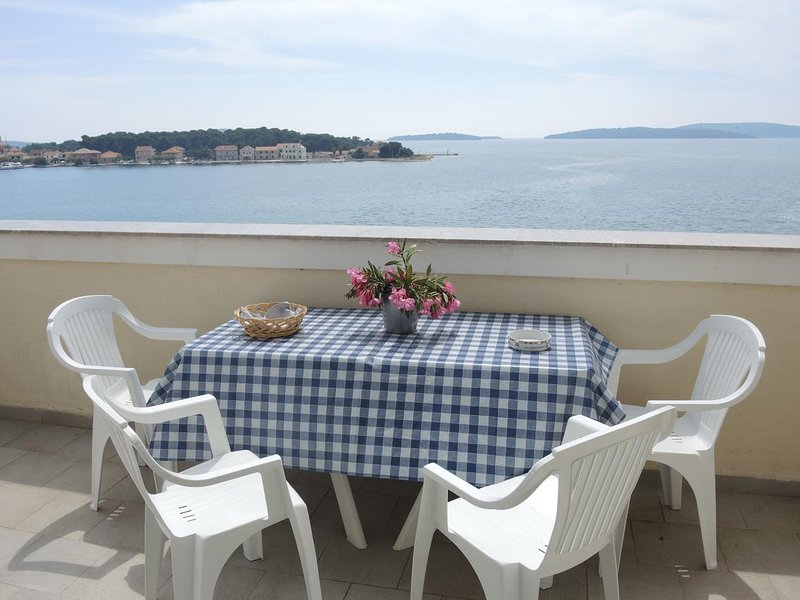 Brodarica Apartment Sleeps 2 with Air Con - 5634892, holiday rental in Krapanj