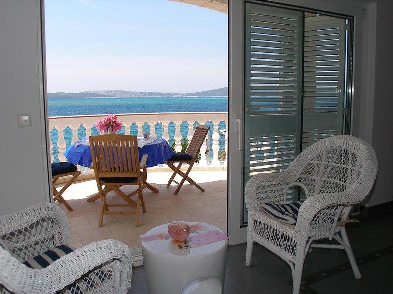 Brodarica Apartment Sleeps 6 with Air Con - 5621930, holiday rental in Krapanj