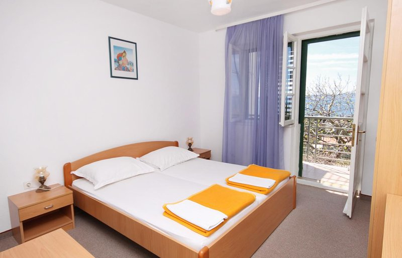 Tucepi Apartment Sleeps 2 with Air Con - 5625895, location de vacances à Marasi
