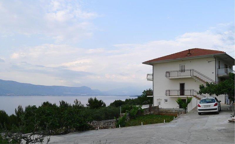 Four bedroom apartment Slatine, Čiovo (A-15504-a), casa vacanza a Slatine