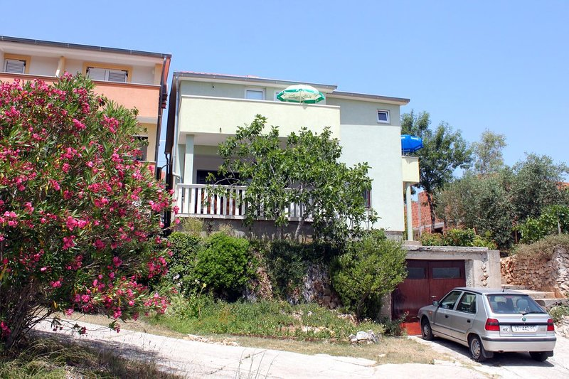 Zdrelac Apartment Sleeps 4 with Air Con - 5627092, holiday rental in Pasman Island
