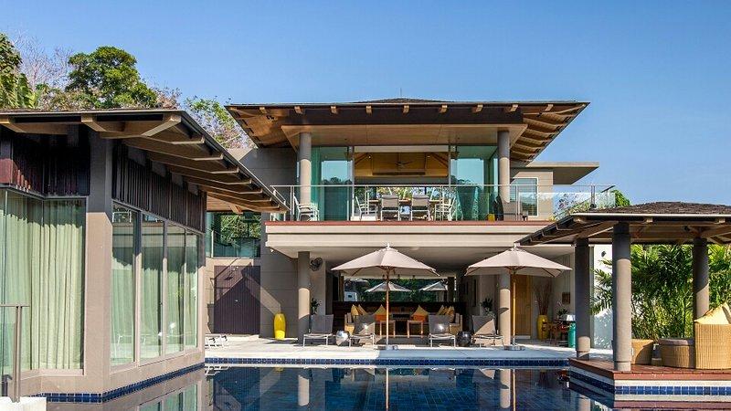 Luxury 5 bedroom sea view villa in Layan, vakantiewoning in Nai Thon