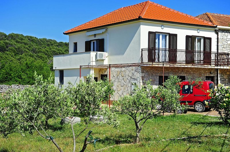 Two bedroom apartment Gornje selo, Šolta (A-15545-a), holiday rental in Gornje Selo