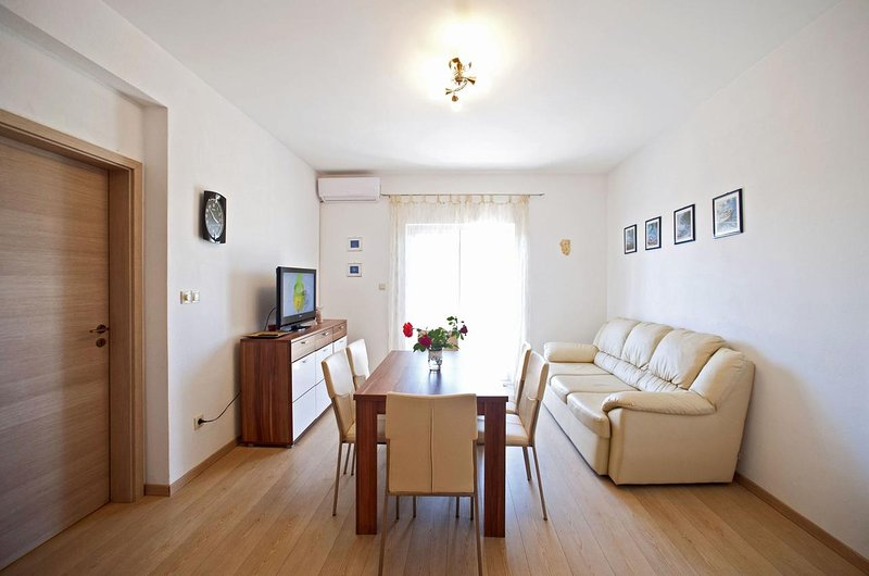 Gornje Selo Apartment Sleeps 6 with Air Con - 5629409, holiday rental in Gornje Selo